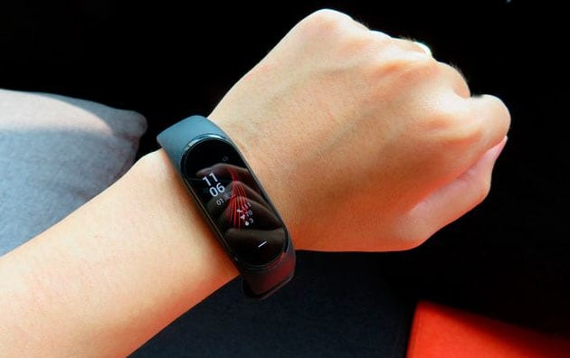 Xiaomi Mi Band 4: Display e Batteria le novità principali