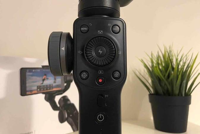 Zhiyun-Smooth-4-2 Stabilizzatore smartphone Zhiyun Smooth 4 a 3 assi: Dettagli, Foto e Offerte