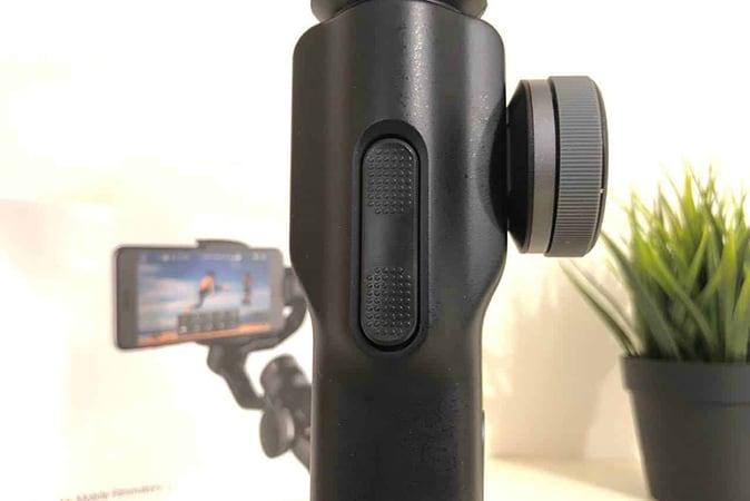Zhiyun-Smooth-4-3 Stabilizzatore smartphone Zhiyun Smooth 4 a 3 assi: Dettagli, Foto e Offerte