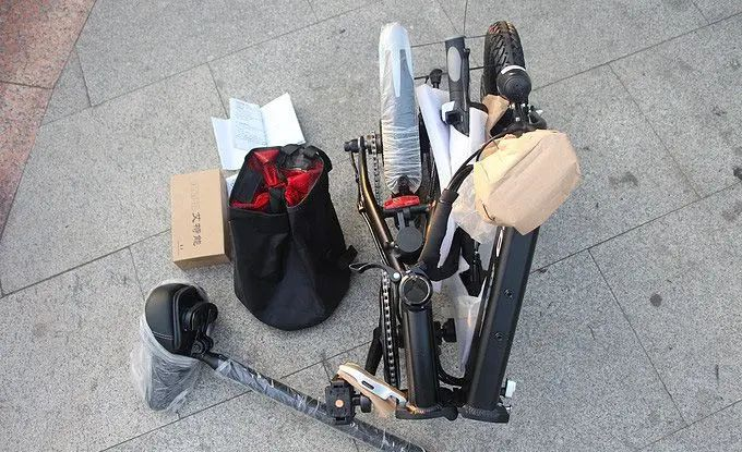 Unboxing-FIIDO-D1-9 Unboxing FIIDO D1, la bici elettrica pieghevole Economica