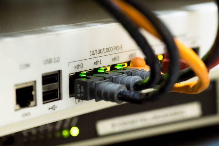 A-cosa-serve-un-cavo-LAN-720x480 Tipologie e Differenze Cavi LAN: la Guida Definitiva