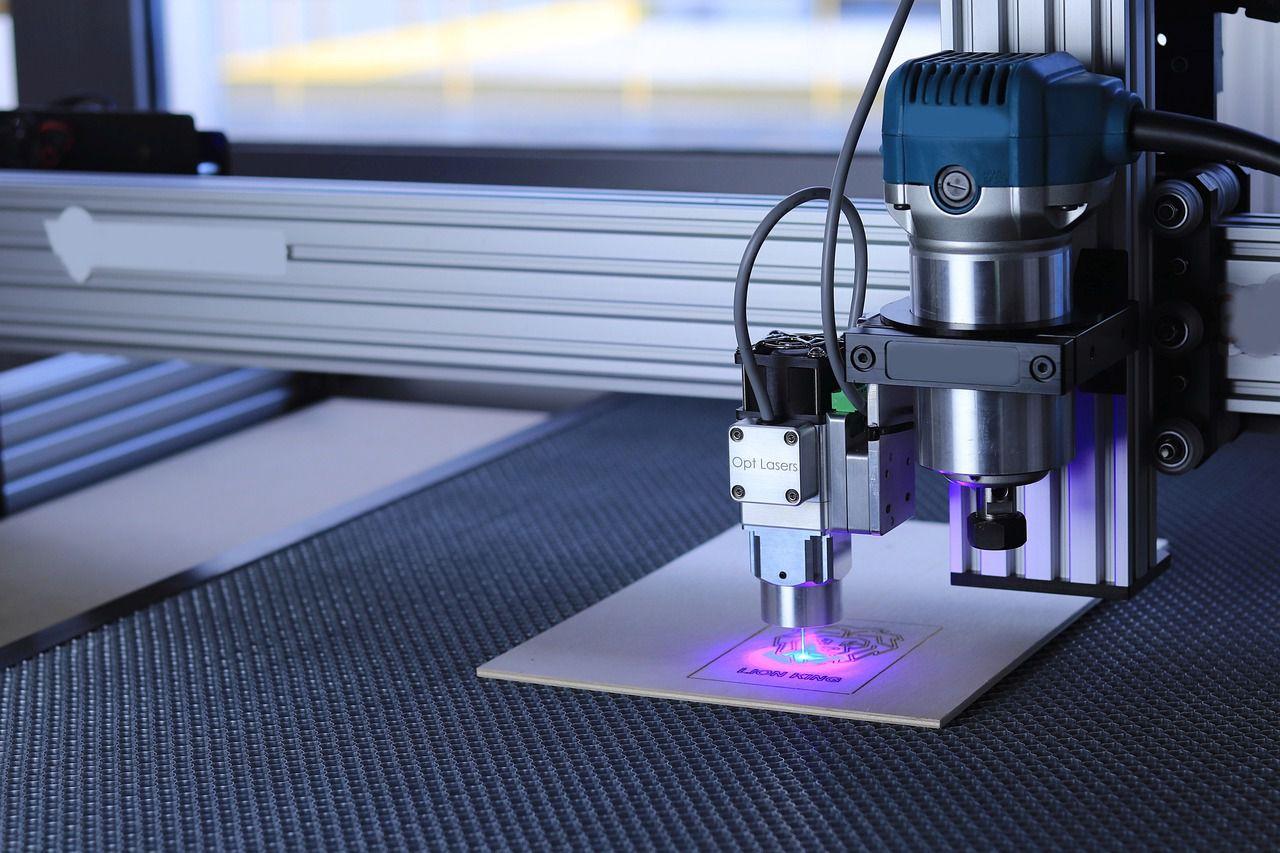 I-Migliori-Incisori-Laser-2021 Miglior decespugliatore 2021: i migliori tagliabordi e tagliaerba per prato
