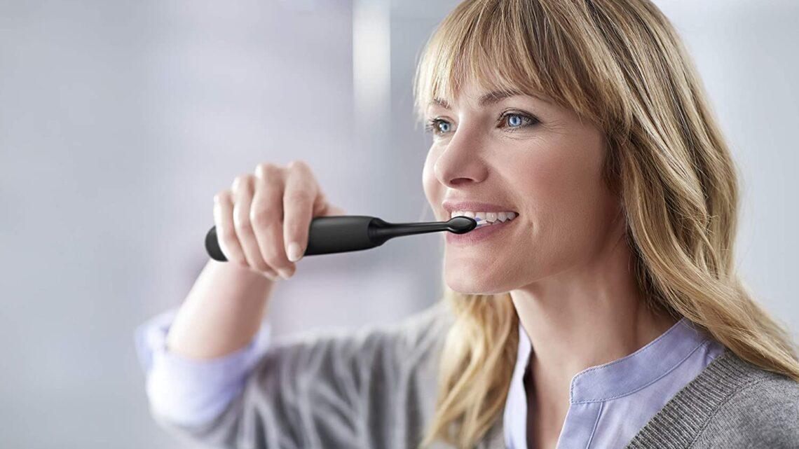Guida al miglior spazzolino elettrico 2021: sbiancare, pulire i denti e gengive sane